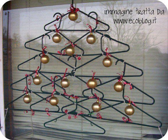 Grucce che diventano ghirlande Ghirlanda con puzzle Ghirlanda con rocchetti di filo Ghirlande natalizie G...