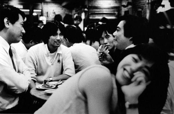 Restaurant, Tokyo, 1986 by Roger Mayne. S)