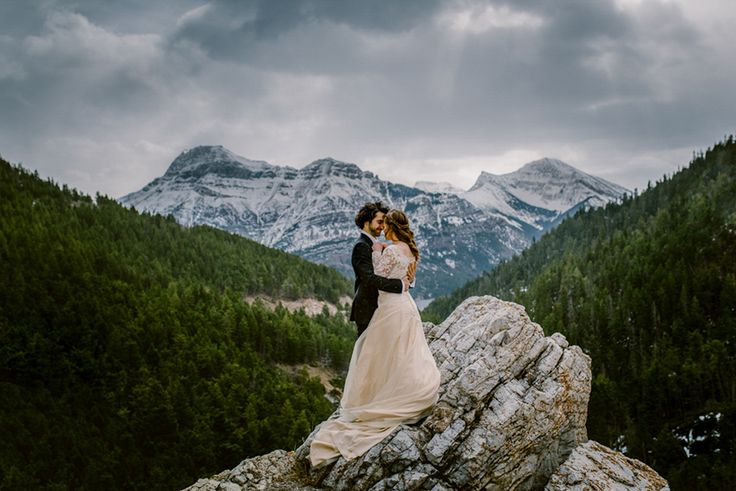 Photos of Lovers Around the World Guaranteed to Inspire Wanderlust Waterton Lakes, Canada