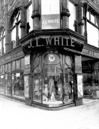 Leeds 1937. This building is now part of Victoria Quarter, then called Queen Victoria Street.