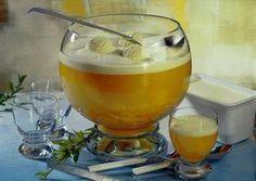 Das perfekte Schlammbowle Getränk-Rezept mit Bild und einfacher Schritt-für-Schritt-Anleitung: Wodka, Orangensaft, Maracujasaft und Bitter Lemon in ein…
