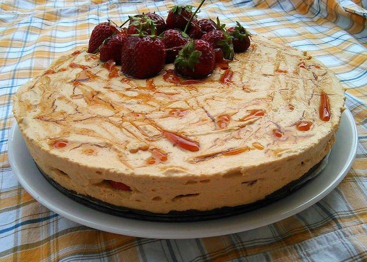 Karamelový nepečený dort