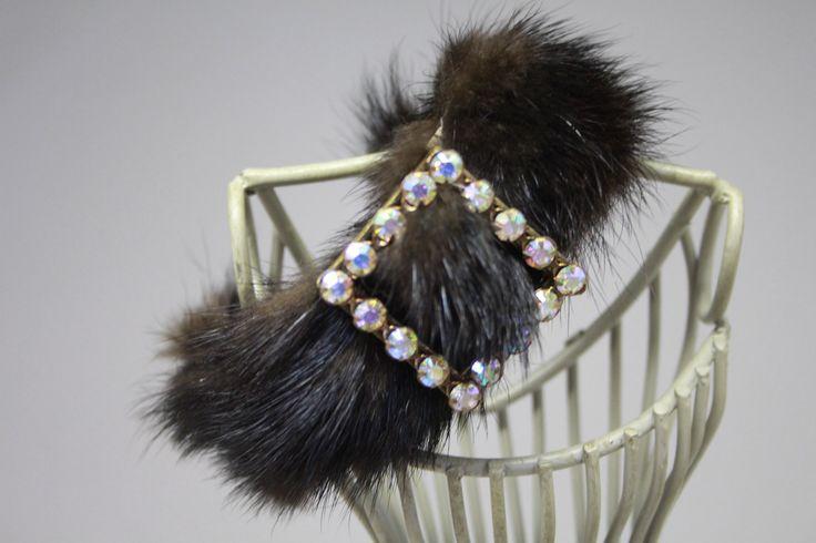 Bracelet fourrure vison marron , boucle strass swarovski : Bracelet par alcove-et-dentelle