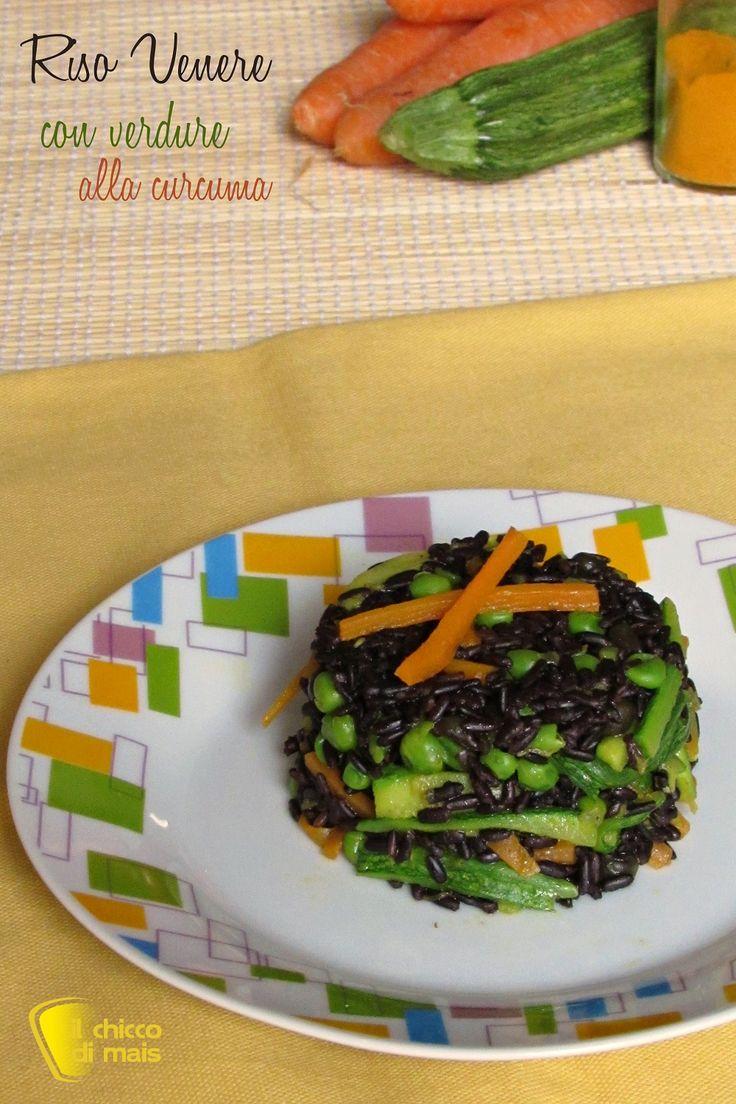 RISO VENERE CON VERDURE ALLA CURCUMA - TURMERIC AND VEGETABLE BLACK RICE #riso #venere #verdure #curcuma #sano #leggero #salutare #cibo #facile #veloce #ricetta #vegan #vegana #vegetariana #healthy #healthyfood #turmeric #vegetables #zucchine #zucchini #carote #carrots #piselli #peas #blak #rice #nero #recipe #vegetarian #ilchiccodimais http://blog.giallozafferano.it/ilchiccodimais/riso-venere-con-verdure-alla-curcuma/