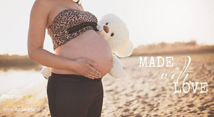 #zwangerschapsfotoshoot #zwangerschapsreportage #zwanger #strand #bollebuikjes #maternity #fotografie #beach #zwangerschap #foto #madewithlove