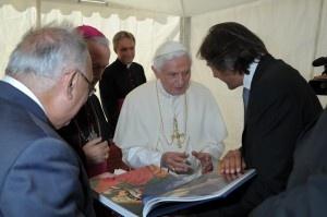 #art #book #FMR   L'opera #Vangeli a #Papa Benedetto XVI