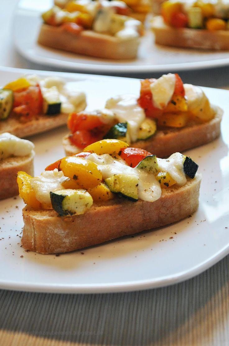 Ofen-Bruschetta mit mediterranem Gemüse & Mozzarella