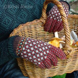 Kristi Jõeste's Estonian gloves