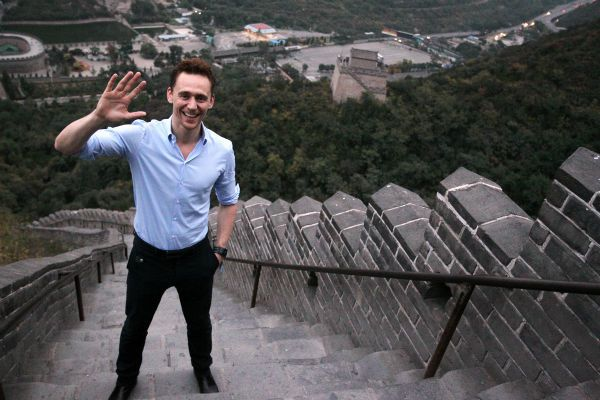 Tom Hiddleston, who plays Loki in 'Thor: The Dark World,' visits the Great Wall of China on Oct. 12, 2013.
