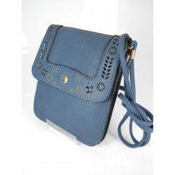 #Bolso negro pequeño cuadrado perfecto para salir de paseo y #compras sin llevar demasiadas cosas que nos moleste!!