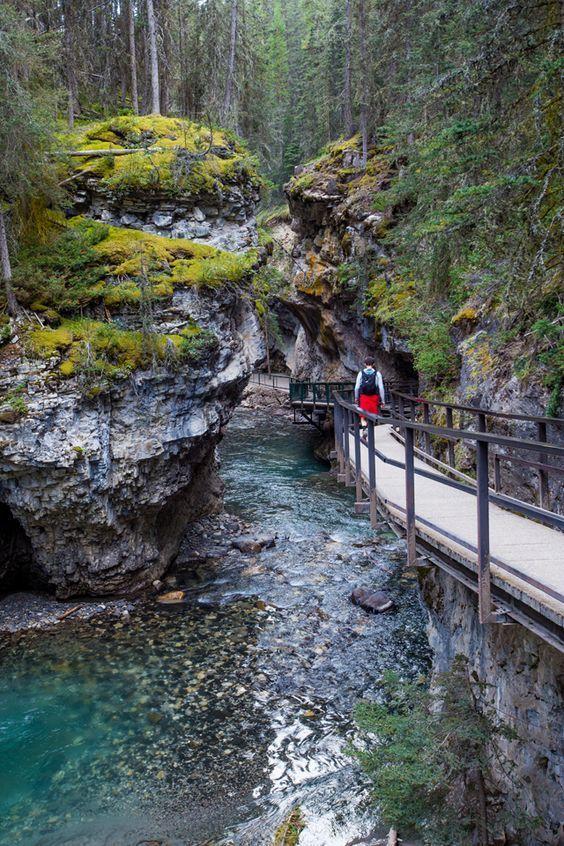 Exploring Johnston Canyon in Banff National Park -…