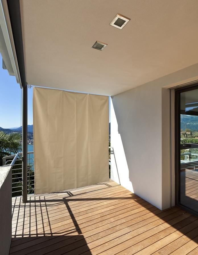 Unser vertikaler Sonnenschutz ist ideal für Balkone oder Terrassen geeignet und bietet einen optimalen Sicht- und Sonneschutz.