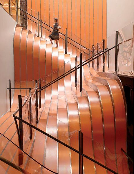Design, copper stairs. Diseño, escaleras en cobre. Longchamp in New York's SoHo. Thomas Heatherwick's.