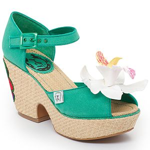 How cute are these Aloha Shoes by @Nicole Novembrino Dupes ...x