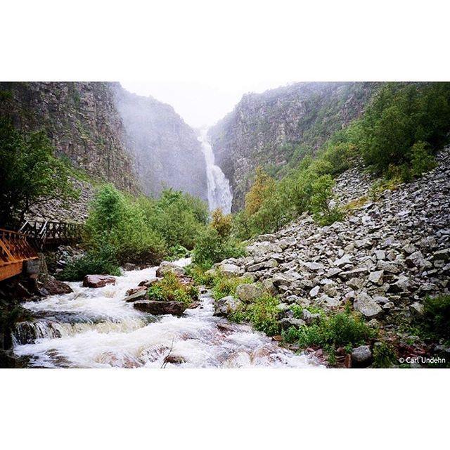 Wusstet ihr, dass Schwedens höchster Wasserfall, der Njupeskär (93m) im Nationalpark Fulufjället, höher ist, als die Niagarafälle (58m)? Nee? Na dann wisst ihr's jetzt. Auf nach Dalarna, wo euch im Herbst spitzenmäßige Outdoor-Erlebnisse erwarten. Ob zu Fuß, hoch zu Roß oder per Mountain Bike. #outsideisfree