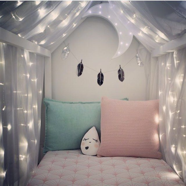 Create a magical ambiance for your little daughter combining beautiful lights #lightingdesign #kidsroom #girlbedroom Find more inspirations at www.circu.net