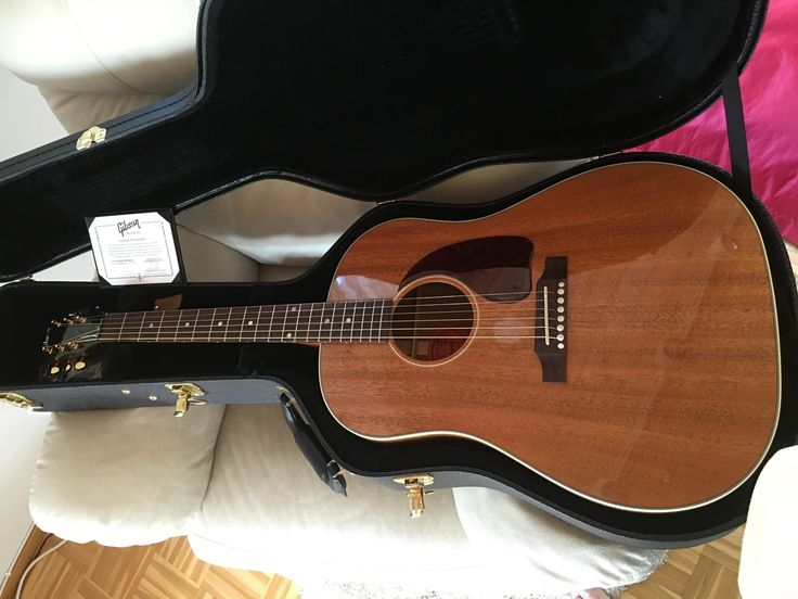 Finally here, just arrived. Gibson J45 genuine mahogany, custom shop, only 75 were made.
