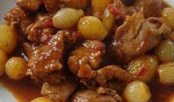 Bu yemeğin adı soğanlı et yahnisi olmalıymış, çünkü içinde soğandan çok et var, evet et yine var, antep yemeklerinde hep var :) Tarifi antep.yemekleri.tv'de #soğan #yahnisi #et #yemekleri #yemek #tarifi #değişik #yahni #antep #sofrası #yöresel #yemekler #ev #yapımı