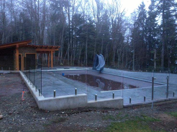 Pool surround in stainless steel stanchions.