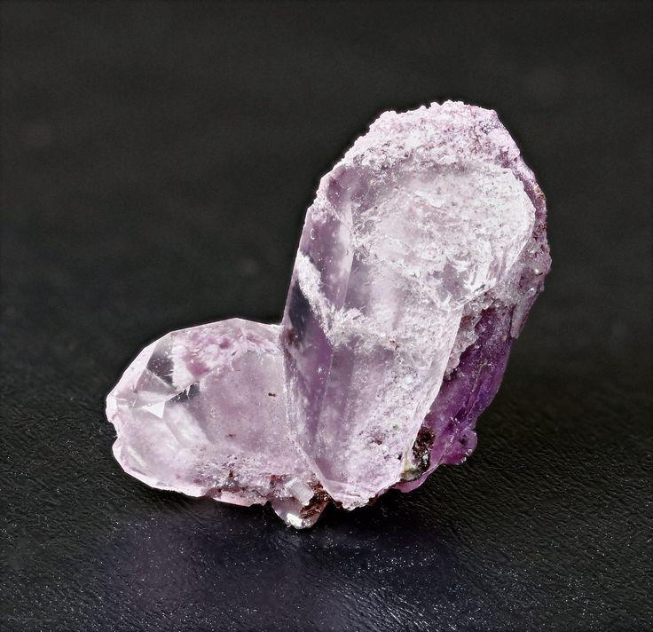Sugilite crystals in Japan law quartz, 1,5 by 1cm