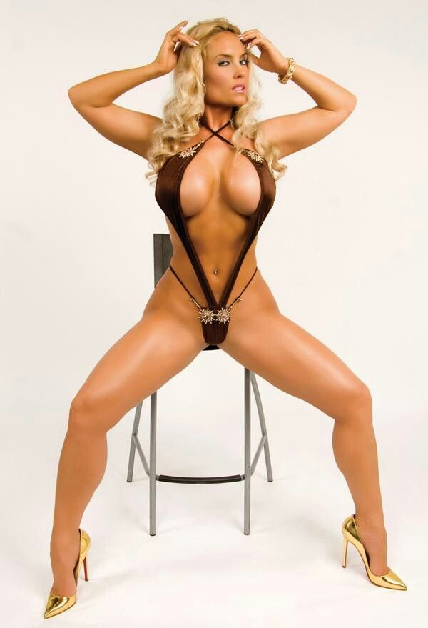 Nicole Coco Austin Looks Sexy In Her Pictorial