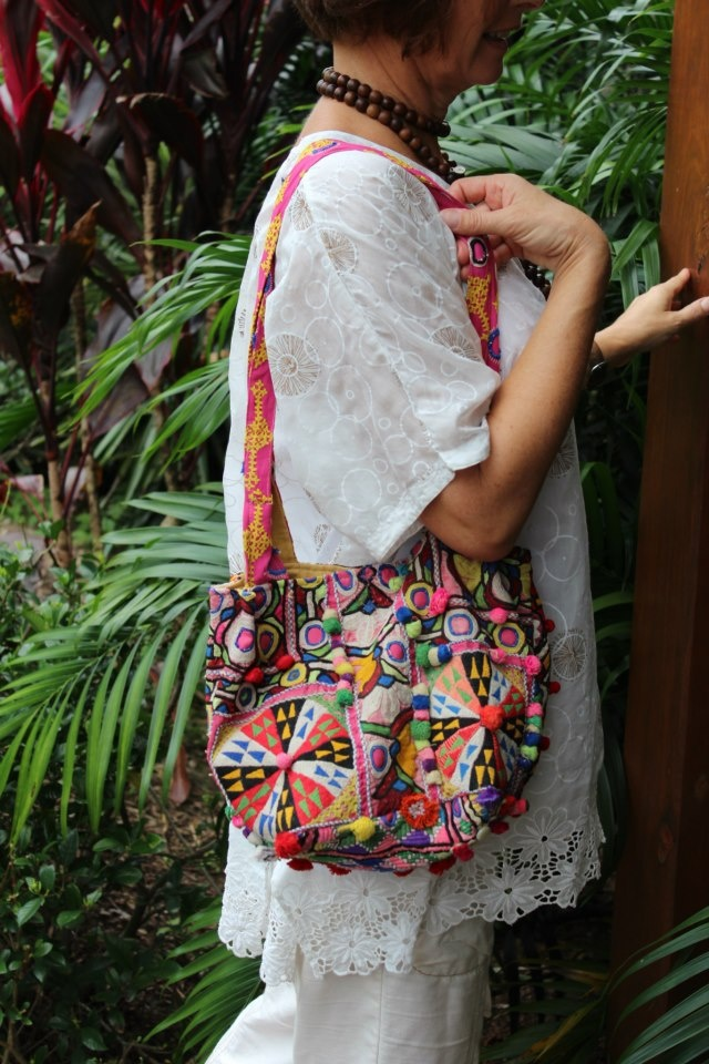 Add a LALOOM Raja bag to your collection for those outing where you wish to be different - individual. This bag sets an implied statements -that you are a individual..