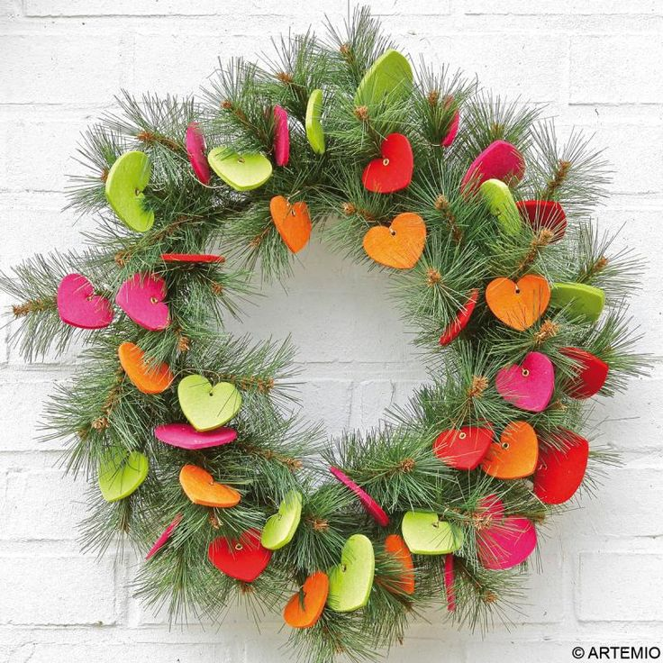 Couronne de Noël aux coeurs multicolores