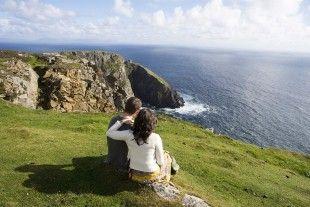 Ce circuit vous fera découvrir les paysages emblématiques de l'Irlande, de l'anneau de Kerry au Connemara en hébergement de charme, manoirs ou châteaux, B&B et Hôtels.