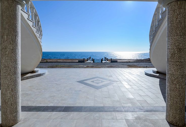 Πολυτελής εξωτερικός χώρος με απεριόριστη θέα. #realestate #efimesitiko #evros