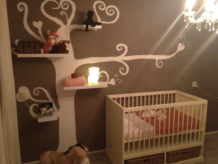 Babykamer boom met zwevende plankjes!
