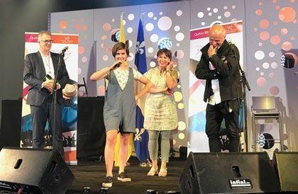 Klô Pelgag a reçu officiellement le prix Rapsat-Lelièvre aujourd'hui lors des Francofolies de Spa, en Belgique. La cérémonie s'est déroulée en présence de la ministre de la Culture de la Fédération Wallonie-Bruxelles, Alda Greoli, du cofondateur et codirecteur des Francofolies de Spa, Charles Gardier, et du délégué général du Québec à Bruxelles, Michel Audet.