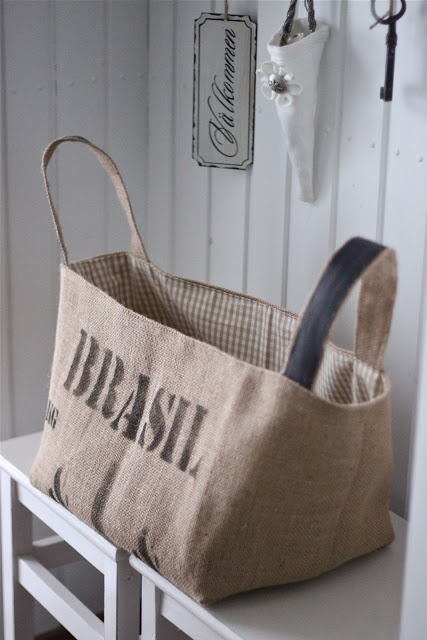 burlap bag. These would make useful storage bags and still look pretty                                                                                                                                                      Mais