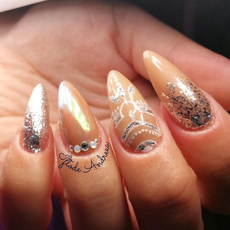 Fashion nails con polvere aurora e glitter chrome