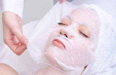 interesadas en velos d colageno....Estos velos son una mascara de fibras de colágeno puro, el colágeno da un efecto tensor y rehidratante a la piel y ayuda a mantener la humedad de la piel tanto de las fibras de colágeno, como de la elastina en perfecto estado