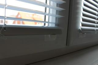 Sicht- und Blendschutz mit Jalousien für das Arbeitszimmer. Für welchen Sicht- und Blendschutz habt ihr euch bei euch zu Hause entschieden? Seid ihr mit eurer Wahl zufrieden?