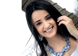 Free Download HD Wallpapers of Sanaya Irani for Desktop. Sanaya Irani is a popular Indian television actress best known for her roles in television serials Iss Pyaar Ko Kya Naam Doon? and Miley Jab Hum Tum. She also appeared in a minor role in the Bollywood film Fanaa.