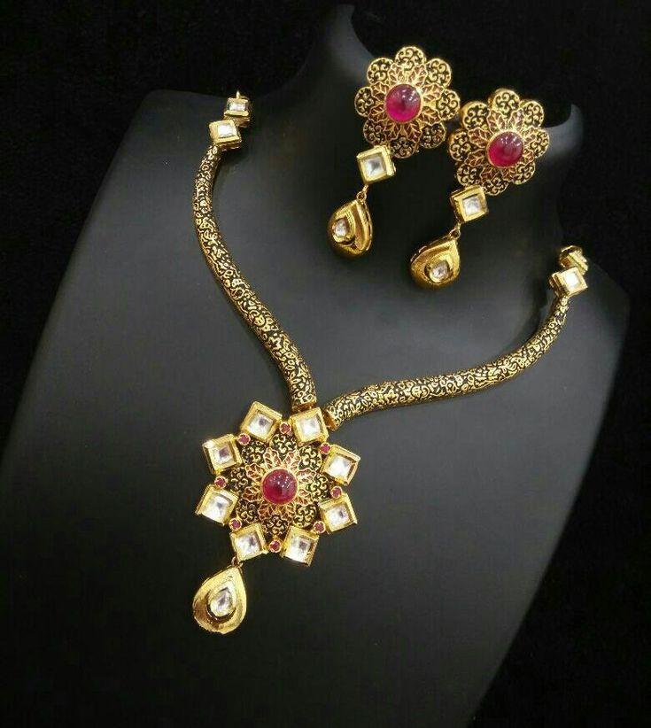 Designer Kundan Necklace Designs, Kundan Necklace set with Earrings.