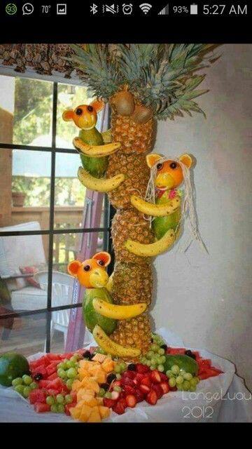 Arreglo elaborado con frutas. Pura creatividad.