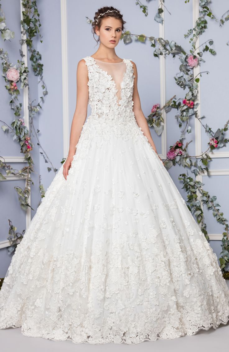 Tony Ward Bridal 2017 l Look 8 l Ingrid - Off White princess Tulle gown with V-neckline, embellished with floral applique embroidery.