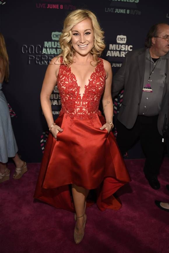 kellie pickler | Kellie Pickler Makes The Wrong Shoe Choice At The CMT Music Awards