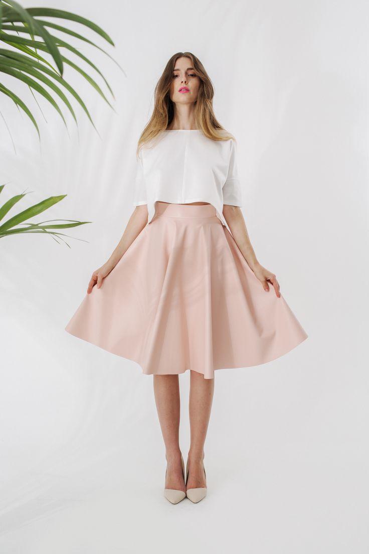 Crop top ze szwem + Skórzana spódnica z koła midi
