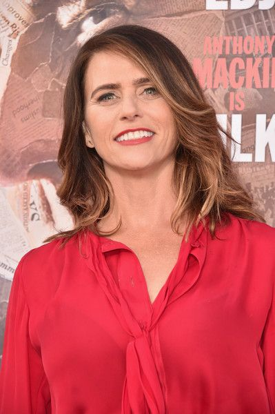 Amy Landecker Feathered Flip - Amy Landecker attended the premiere of 'All the Way' wearing her hair in a feathered flip.