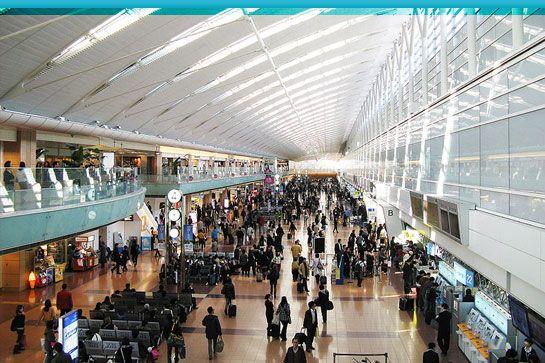 Le plus grand aéroport du monde, en termes de superficie, est le King Fahd International Airport en Arabie-Saoudite. Ses installations occupent 780 km² soit ...