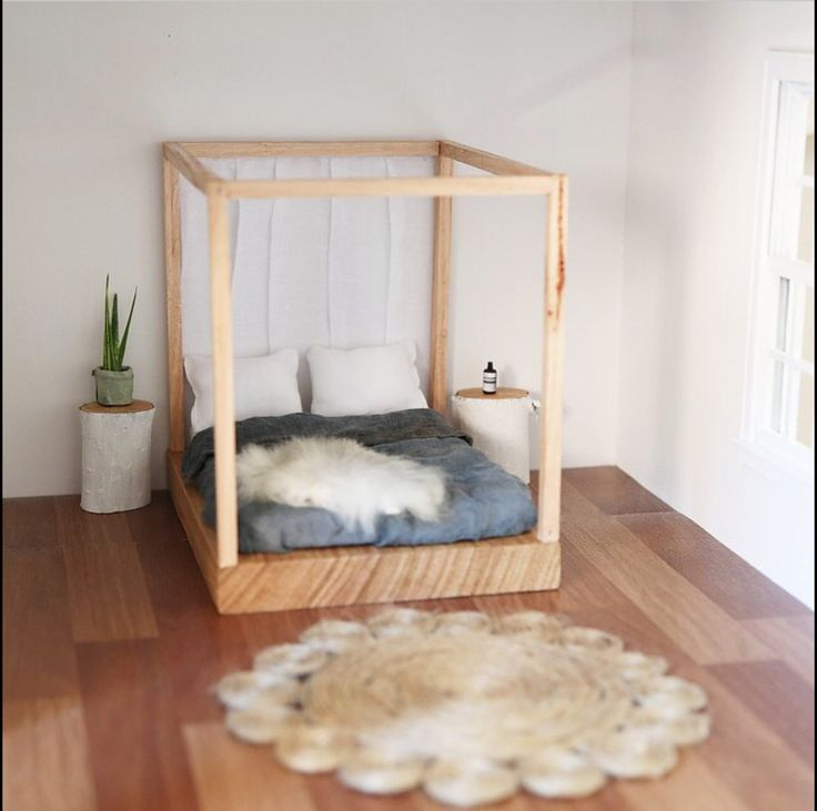 Dolls house bedroom by Little Linzi Love the four poster bed and bedside tables