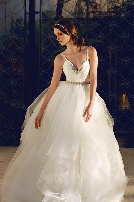 57 best Wedding dresses images on Pinterest | Wedding frocks ...