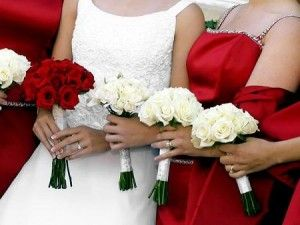 Love the bridesmaids with white roses and the bride with red roses!