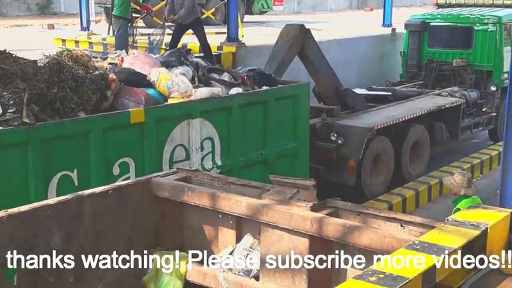 Garbage Truks all The City Clean For Environment