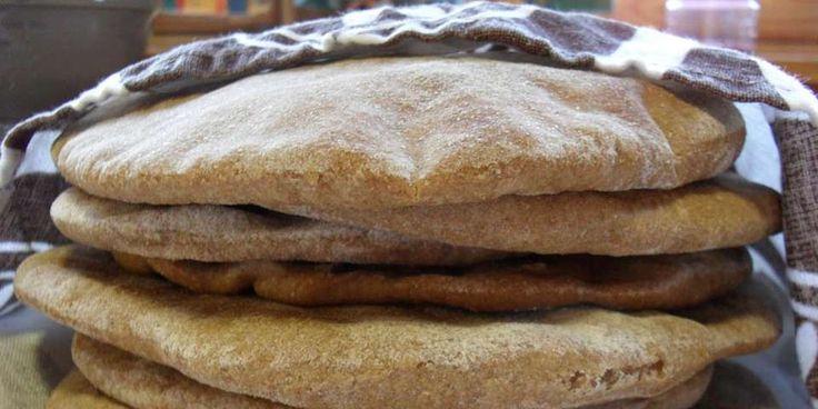 OPPSKRIFT PÅ GROVE PITABRØD: Pitabrødene smaker enda mer når de lages med grovt mel...