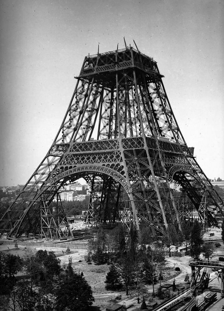 Las incre bles e ins litas fotos de la construcci n de la for Creador de la torre eiffel
