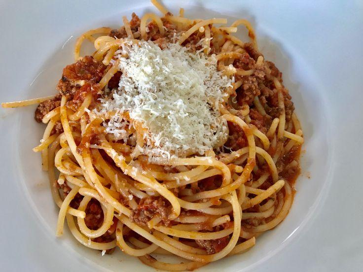 Spaghetti Bolognese – wer kennt und mag sie nicht!? In Sachen Nudelsaucen ist dies der absolute Klassiker. Gerne wird hier in dem ein oder anderen Haushalt zum Fertigprodukt aus dem Glas oder…